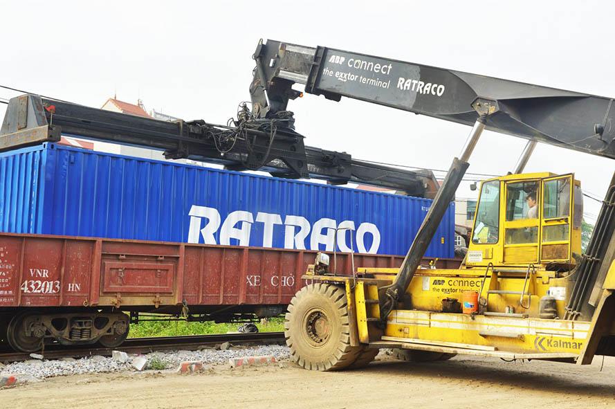 Vận chuyển hàng hóa bằng các toa xe chuyên dùng 6