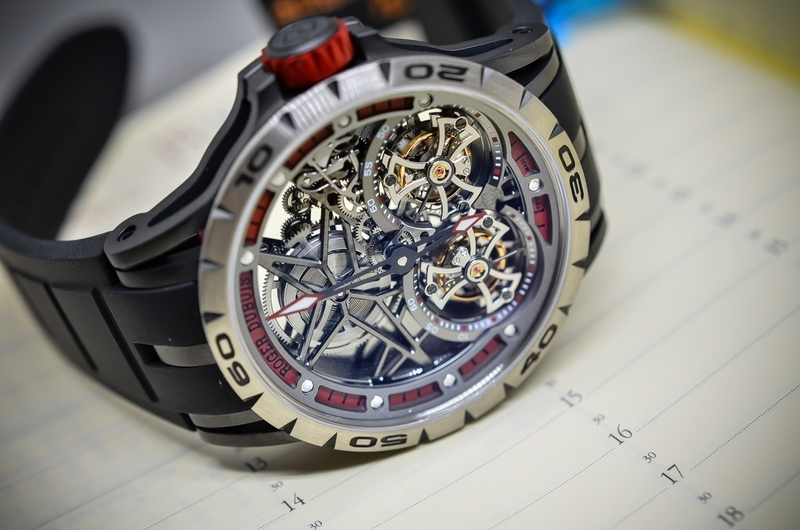 dong ho roger dubuis co tinh tham my cao